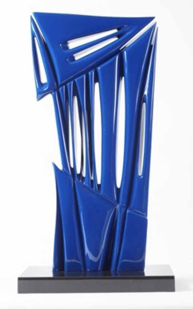 PABLO ATCHUGARRY (Nac. 1963) Sin título Escultura de bronce pintada en azul; 97 x 48 x 9 cm. POR CONSULTAS DE PRECIOS, CONTACTE LA GALERIA. FOR PRICE´S ENQUIRIES, PLEASE CONTACT THE GALLERY.